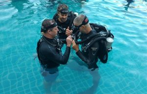 Never stop learning. SSI Instructor trainer Ivan from Koh Tao Divers being shown some features on the awesome JJ-CCR by PADI CD, Jeff Glenn