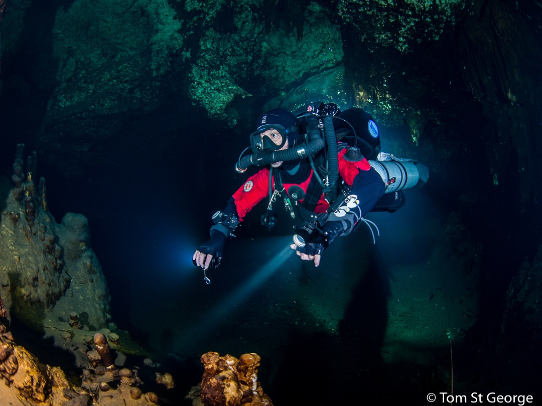 PADI Course Director Jeffrey Glenn cave diving on the JJCCR.